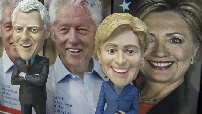Bobblehead dolls of Bill and Hillary Clinton.