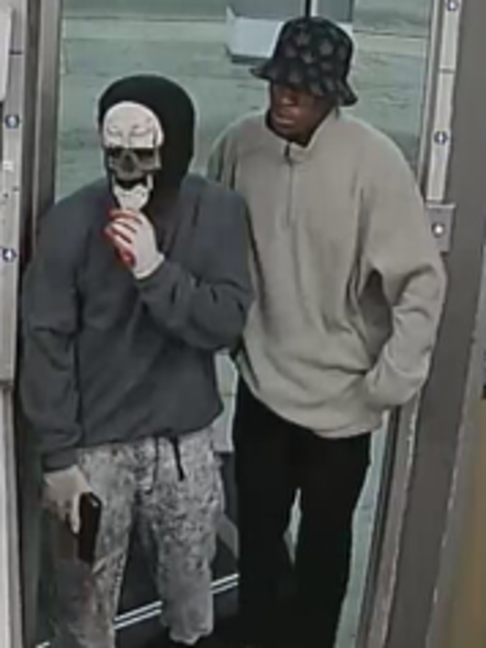 635973753556021408-robbery5.png