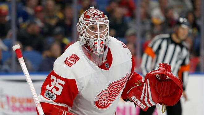 Red Wings goalie Jimmy Howard looks for the puck during the second period against the Sabres in Buffalo on Tuesday.