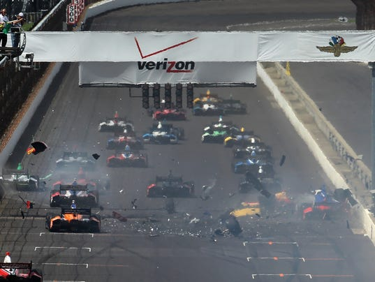 5-10-2014 gp of indy crash at start