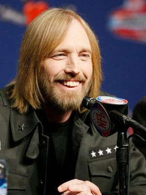 Tom Petty talks to the media at a Super Bowl press conference at the Phoenix Convention Center in Phoenix on Jan. 31, 2008.