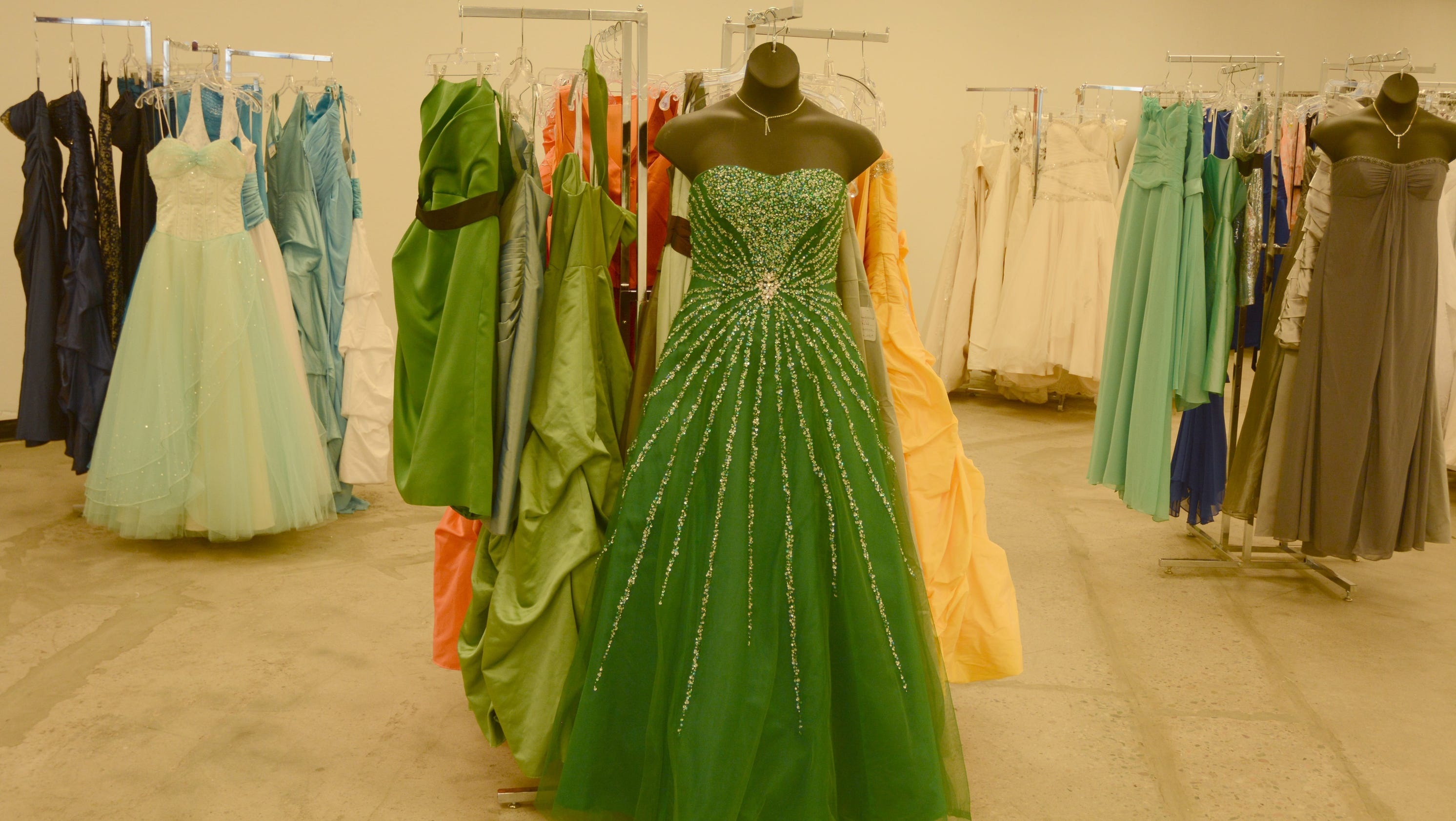 Getting married? Brides score bargains at Mesa Goodwill