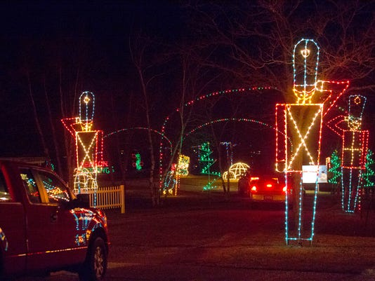 10 holiday lights displays around wisconsin in 2018