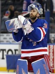 Rangers goalie Henrik Lundqvist (30) applauds the fans