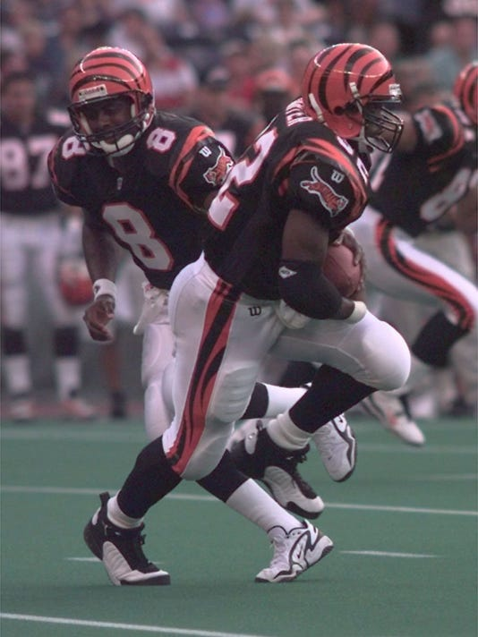 Text: 1997.0816.09.2-DIGITAL IMAGE-BENGALS1-QB Jeff Blake #8 hands off to Ki-Jana Carter on the Bengals first possession. patrick reddy/the cincinnati enquirer/pr