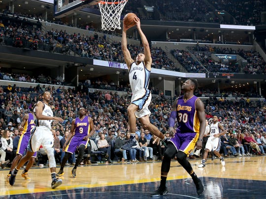 Memphis Grizzlies Wade Baldwin IV, center, shoots defended by Los Angeles Lakers Julius Randle, right.