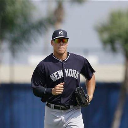 New York Yankees right fielder Aaron Judge runs to