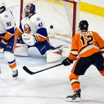 Michael Raffl notched one of four Flyers goals in the shutout win over the New York Islanders Saturday.