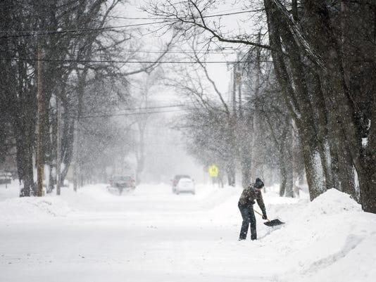 636593957188886418-041518-Spring-Snow-Storm-04.jpg