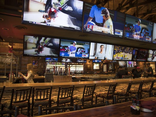 Twin Peaks Glendale | interior, bar