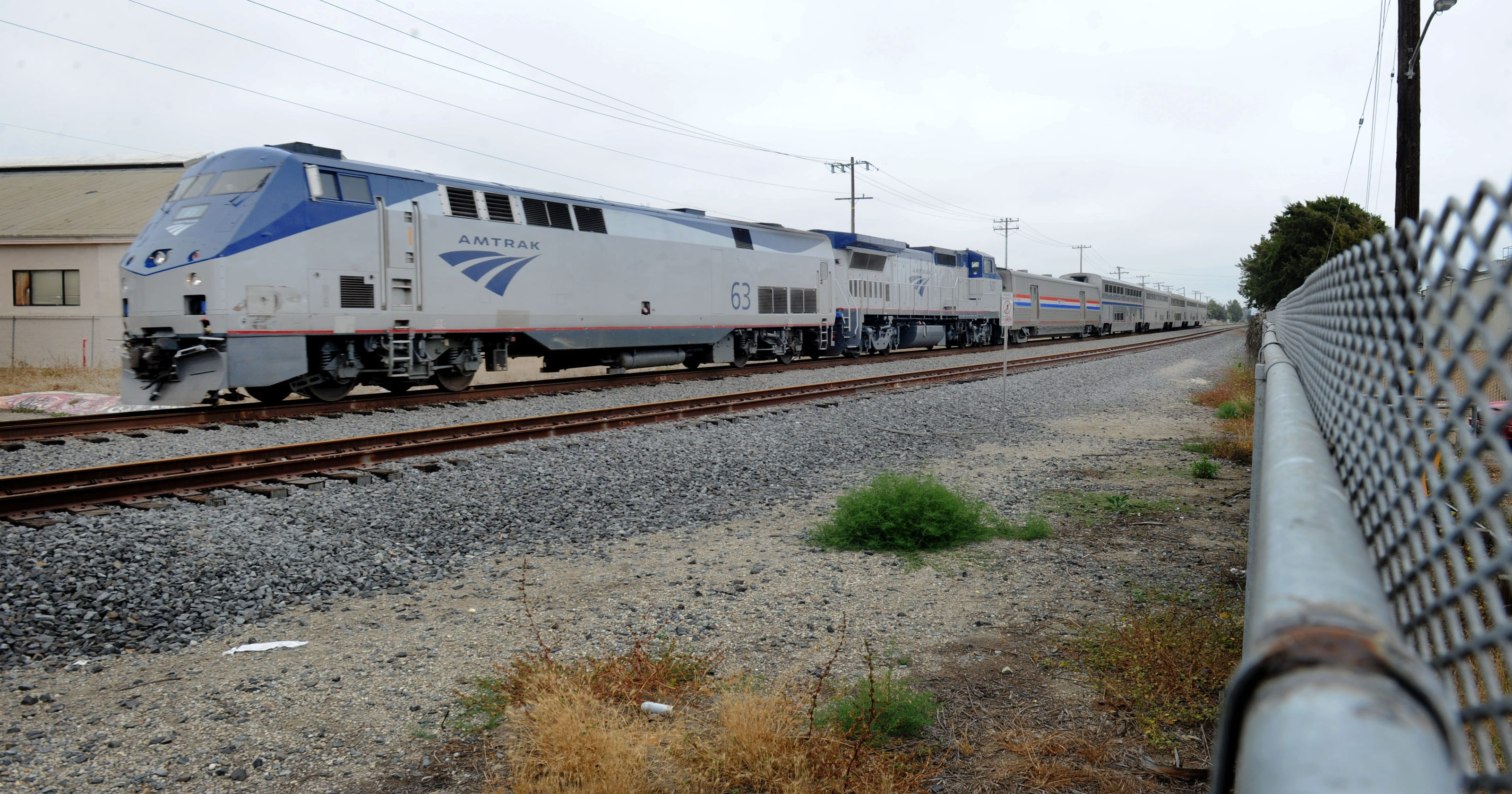 Man on roof of Amtrak train arrested in Ventura