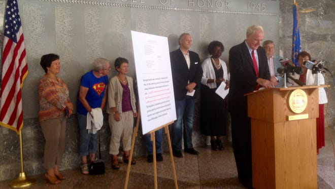 Milwaukee Mayor Tom Barrett applauds the decisions of federal judges at a press conference on Sunday.