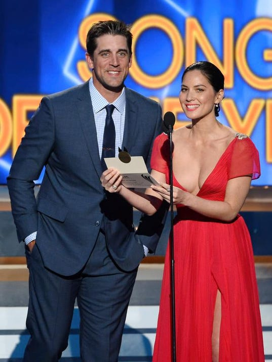 Aaron Rodgers and Olivia Munn.jpg