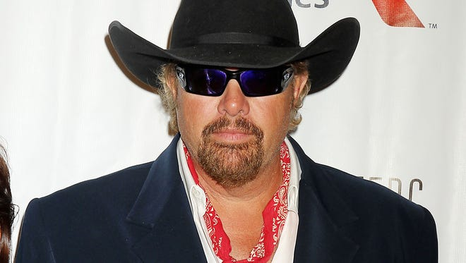 Country singer Toby Keith arrives at the Songwriters Hall of Fame 2015 46th Annual Induction and Awards Gala, Thursday, June 18, 2015, in New York.