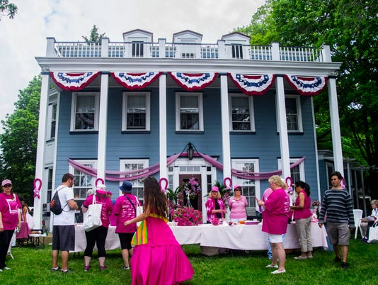 636323584634069240-Paint-the-Porch-Pink-event-for-cancer-awareness-and-research-in-Riverton-2017.JPG