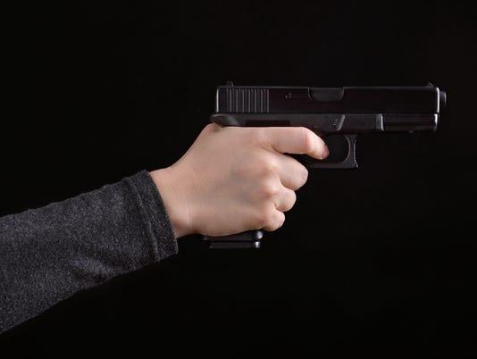 635882623064604164-pistol.jpg
