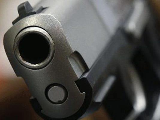 635574428029523132-Gun