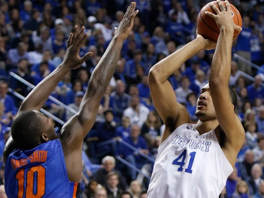 Kentucky's Trey Lyles (41) shoots while pressured by