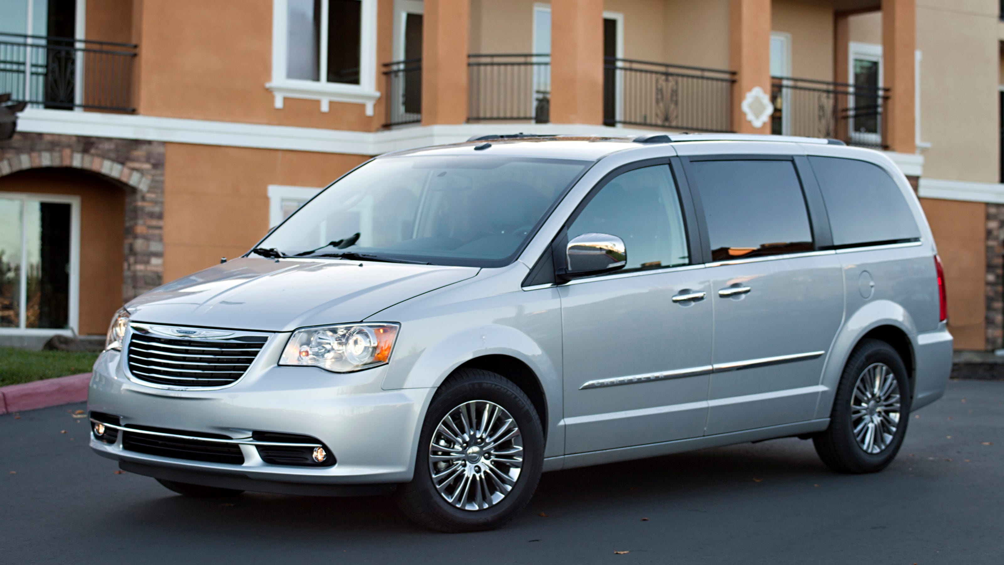 Chrysler Recalls 700 000 Vehicles To Fix Ignition Switches