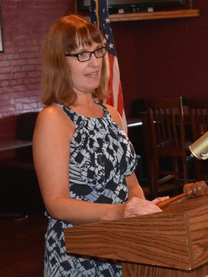 Jo Sheridan, with the Union County Habitat for Humanity Board, speaks to the Lions Club.
