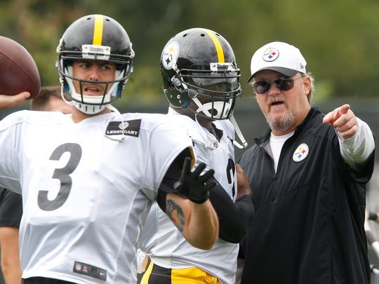 Pittsburgh Steelers new quarterback Michael Vick, center, talks with quarterbacks coach Randy Fichtner, right, as quarterback Landry Jones (3) passes during practice for the NFL football team, Wednesday, Aug. 26, 2015 in Pittsburgh. The Steelers signed Vick to a 1-year deal to replace backup Bruce Gradkowski, out with a hand injury. (AP Photo/Keith Srakocic)