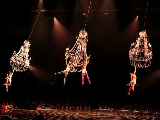 636552648216675868-Chandelier-Lucas-Saporiti-Costumes-Dominique-Lemieux-2015-Cirque-du-Soleil-Photo-2.jpg