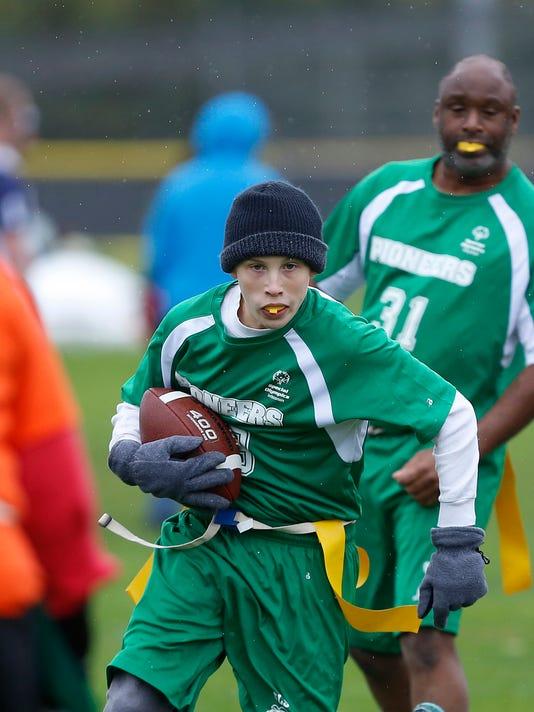 APC_ FYI_Flag Football_100414_jlb0044.JPG