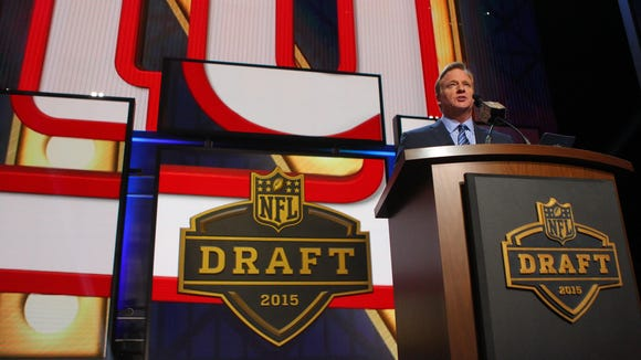 NFL commissioner Roger Goodell announces the number ninth overall pick to the New York Giants in the first round of the 2015 NFL Draft.
