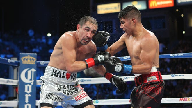 Antonio Orozco, right, during his fight against Humberto Soto vs Humberto Soto Junior Welterweight bout  October 3, 2015 in Los Angeles.