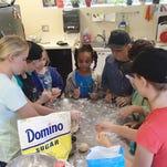 Sun Grove Montessori School donates 700 pounds of food for Thanksgiving