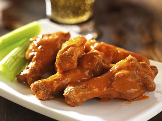 Buffalo chicken wings with celery