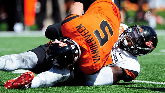 Oregon State defensive end Lavonte Barnett brings down tight end Brent VanderVeen during the Spring Game inside Reser Stadium, on Saturday, April 18, 2015, in Corvallis.