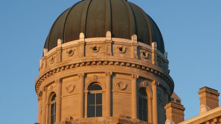 Indiana House panel OKs contentious teacher pay bill