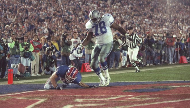 31 Jan 1993: Wide receiver Don Beebe of the Buffalo Bills (left) forces a fumble on defensive tackle Leon Lett of the Dallas Cowboys during Super Bowl XXVII at the Rose Bowl in Pasadena, California. The Cowboys won the game, 52-17. [Via MerlinFTP Drop]