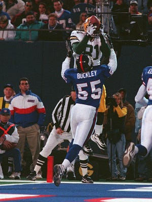 The Giants' Marcus Buckley defending as Green Bay Packers' Tyrone Davis catches the ball for a touchdown on Nov. 15, 1998 in East Rutherford.