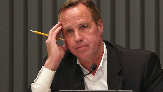 Palm Springs Mayor Steve Pougnet leads City Council meeting in 2015.