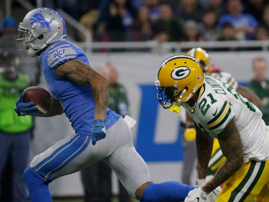 Detroit Lions wide receiver Kenny Golladay (19) blows