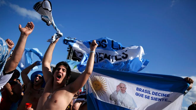 Argentine fans chant slogans as they arrive at Copacabana beach ahead of the 2014 World Cup final match against Germany in Rio de Janeiro July 13, 2014.