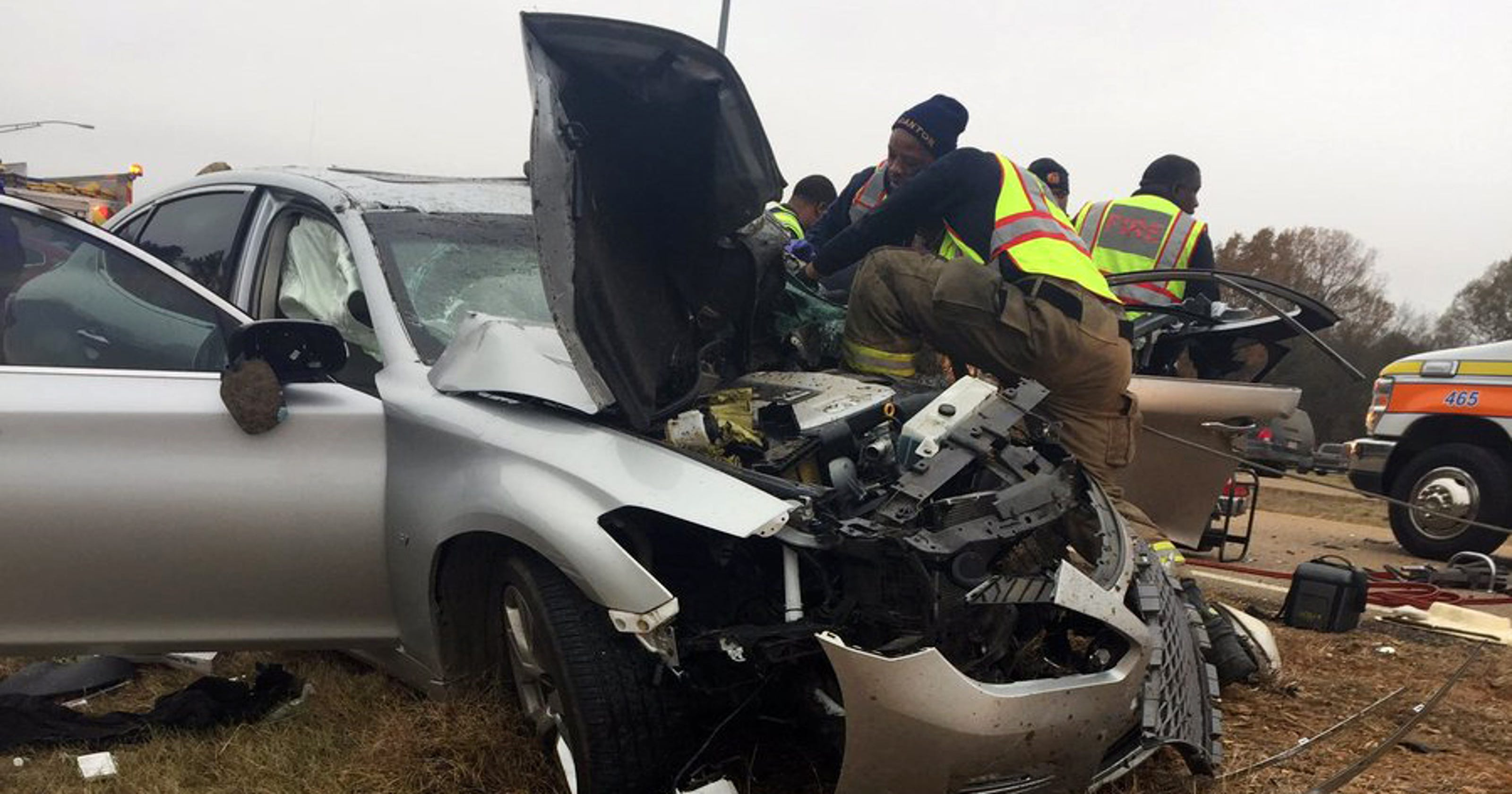 3 vehicle accident with injuries on Nissan Drive