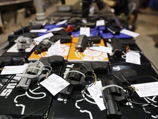 AP GUN SHOW MIAMI A USA FL