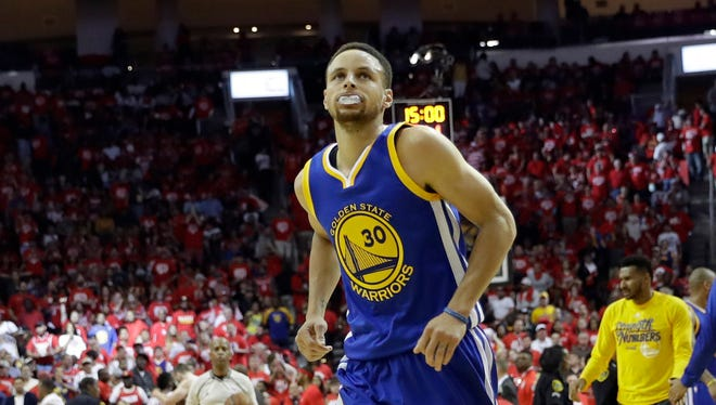 Curry heads off the court at the end of the first half in Game 4.