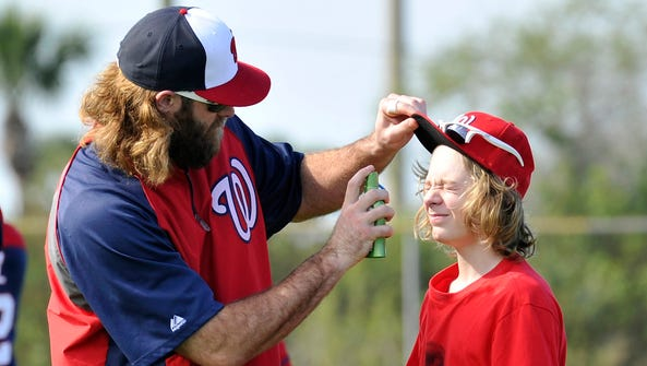 Jayson Werth applies sunscreen to his son in 2014 at