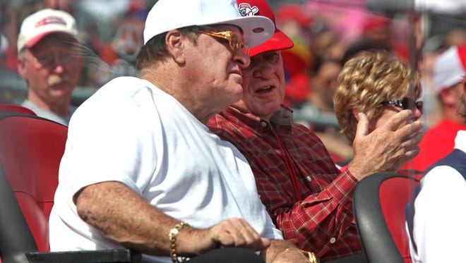 Pete Rose, left, watches the final Cincinnati Reds game of the 2014 season.