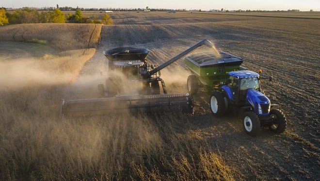 Roger Zylstra harvests soybeans at one of his fields near Kellogg in 2017.