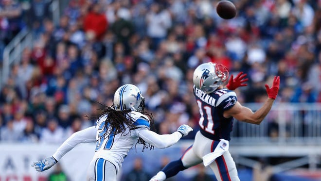 FOXBORO, MA - NOVEMBER 23:  Julian Edelman #11 of the New as Rashean Mathis #31 of the Detroit Lions defends during the first quarter at Gillette Stadium on November 23, 2014 in Foxboro, Massachusetts.  (Photo by Jim Rogash/Getty Images)