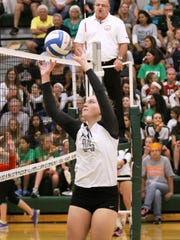 Novi's Erin O'Leary makes the pass during Thursday's