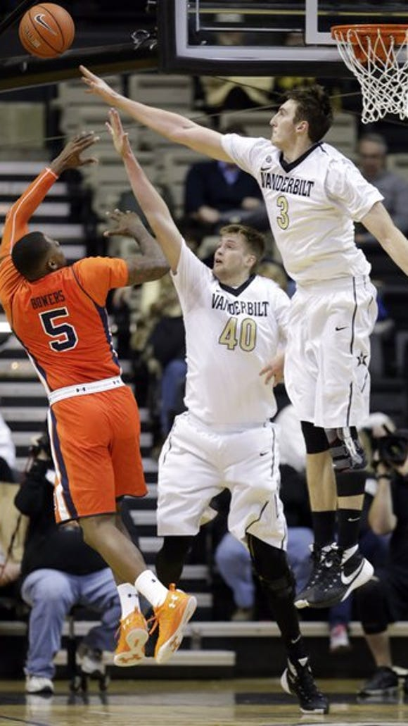 Auburn forward Cinmeon Bowers (5) shoots against Vanderbilt