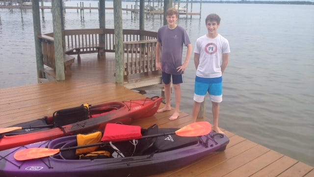 Teen kayakers aid downed flyers