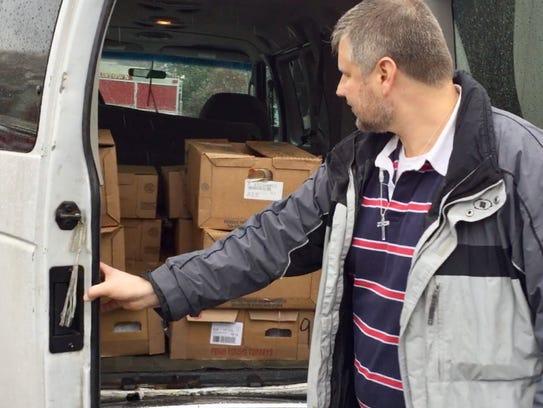 Ed Szybowski takes turkeys from the Community FoodBank