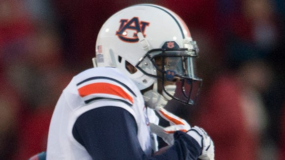 Auburn wide receiver D'haquille Williams (1) catches